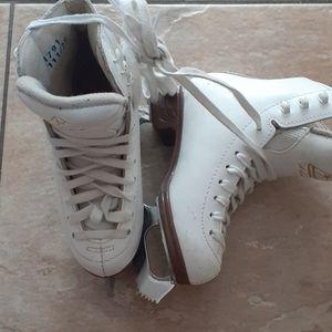 Girls Skates Jackson Artiste (size 2)